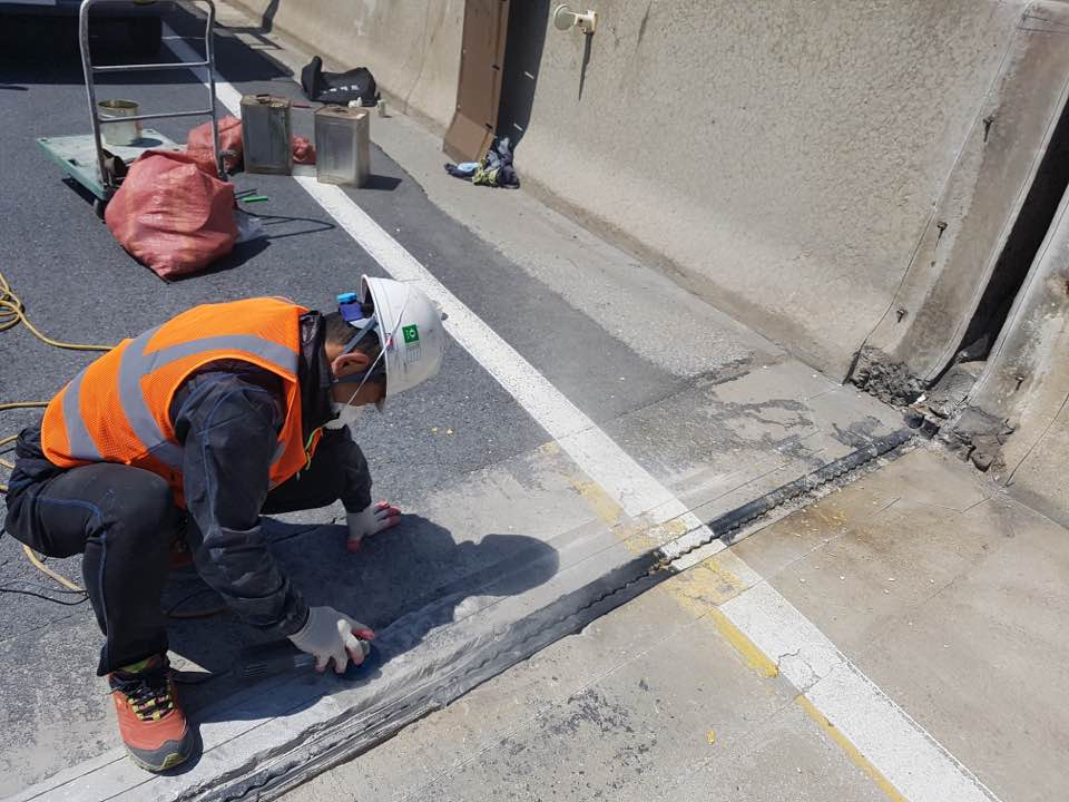 Подготовка основания под напыление полимочевины на дорожное полотно